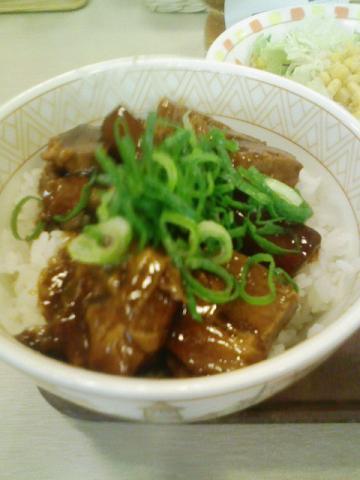 すき家・豚とろ角煮丼