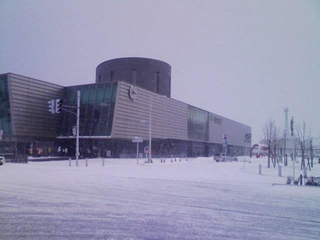雪の函館駅